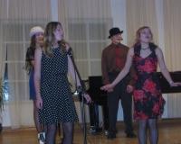 Esinemine jõuluvanale. Ingrid Kokmann, Kätlin Püvi, Nikita Balanov ja Kadi Tamm