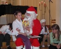 Geija Orav ja jõuluvana. Tagaplaanil Salme Ussanova ja Margit Lind