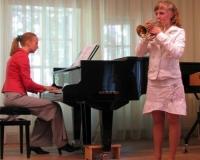 Elli Kopli (trompet) ja Martina Võrk (klaver)