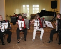 Akordioniansambel (Marilin Peedosk, Juta Püvi, Anni Noorem ja Ave Astel)