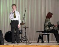 Laulab Lars Asi, klaveril Margot Suur