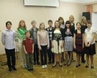 Margot Suur koos laululastega
