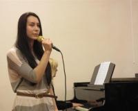 Salme Ussanov laulmas