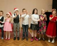 Eelkooli lapsed jõuluvanale esinemas