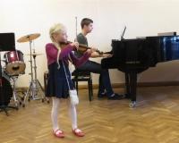 Minna Emilie Vürst (viiul) ja Oliver Kaldoja (klaver)