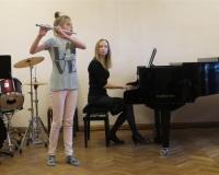 Karolina Raudberg (flööt) ja õp. Martina Võrk (klaver)
