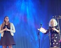 Marilill Suvi (Põlva Muusikakooli) ja õhtujuht Eva Talsi